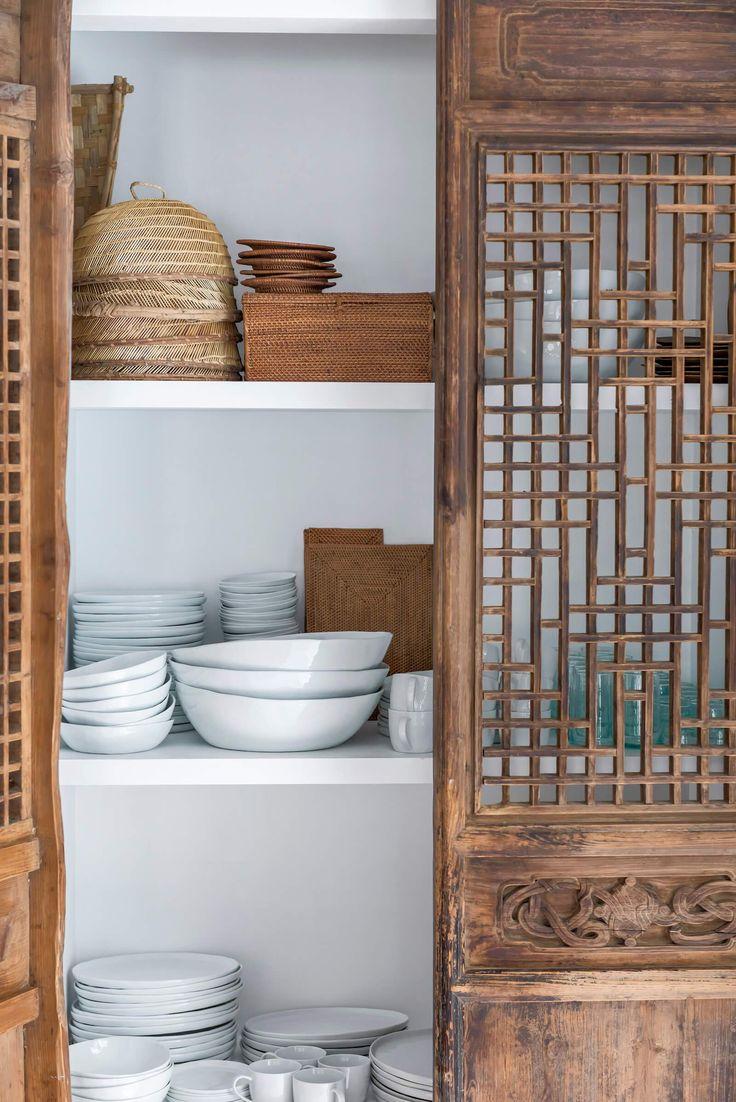 C'est à dans le village de pêcheurs de Javea, près Alicante que le designer d'intérieur Carlos Serra de la firme Mercader de Indias, a créé sa propre maison qui reflète non seulement …