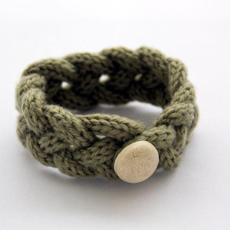 French knitted wool bracelet (light green)