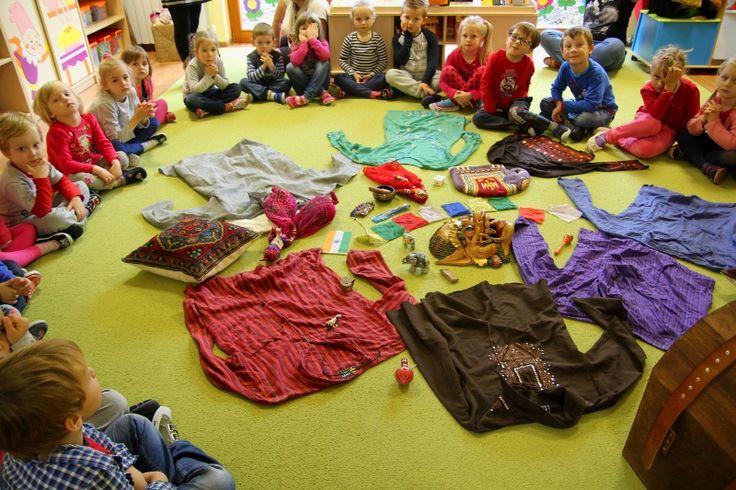 Kolorowe Indie, to niezwykły warsztat na którym dzieci poznają indyjskie ubrania i przyrządy codziennego użytku. Dowiedzą się o kulturze i legendach.