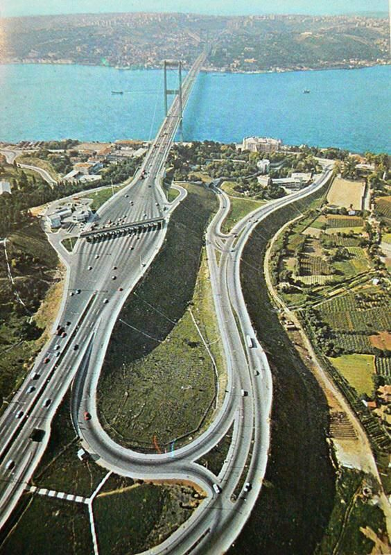 1970'lerin sonunda Boğaziçi Köprüsü ve çevresi...#istanbul #Boğaziçi #istanlook