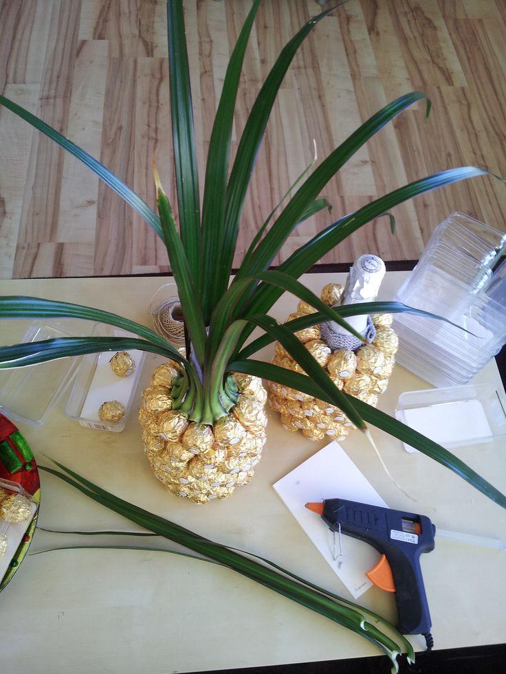 die besten 25 rocher ananas ideen auf pinterest wein hochzeitsgeschenke wein. Black Bedroom Furniture Sets. Home Design Ideas
