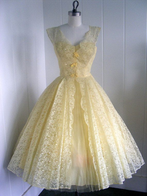 A delicate pale yellow lace dress.  This is so charming - it would be a darling Easter Sunday outfit.  #1950sdress