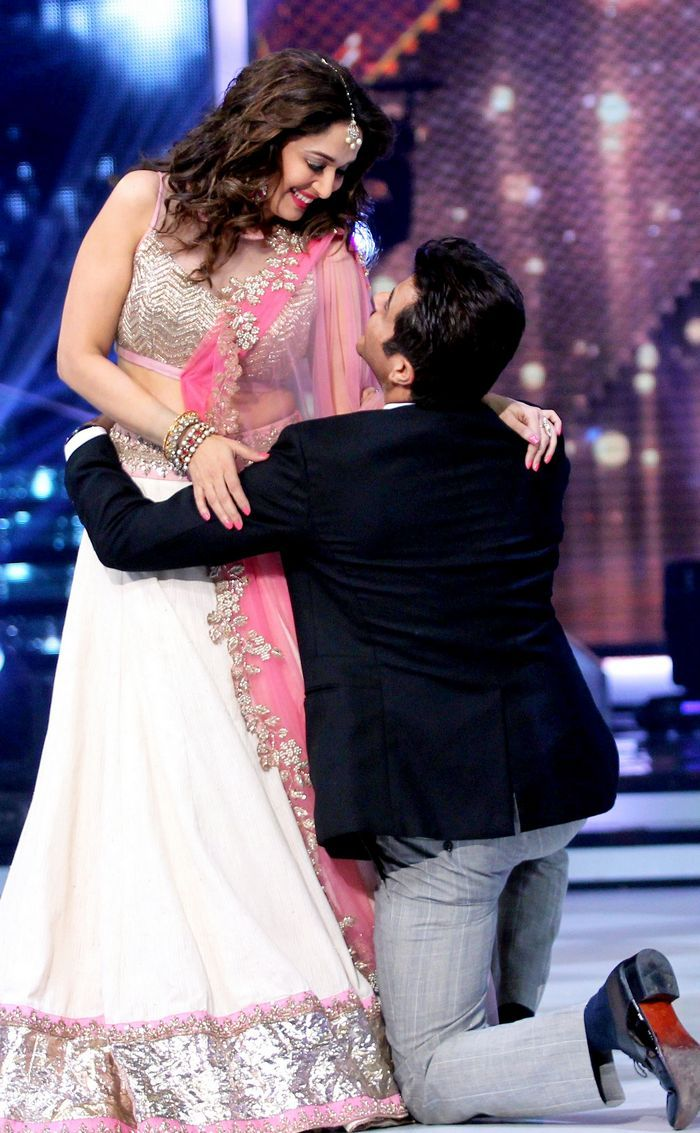 Madhuri Dixit In A White & Pink #Lehenga With Anil Kapoor & At The 'Jhalak Dikhhla Jaa' Finale.