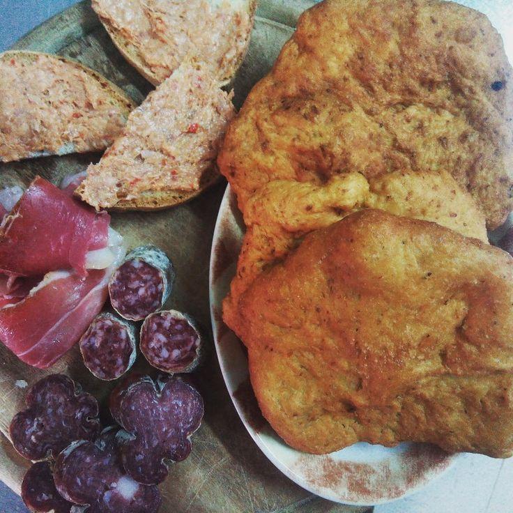 Servito oggi....#pizza fritta di #ceci #mortadella di #campotosto #salamella #aquilana #prosciutto nostrano ventricina.