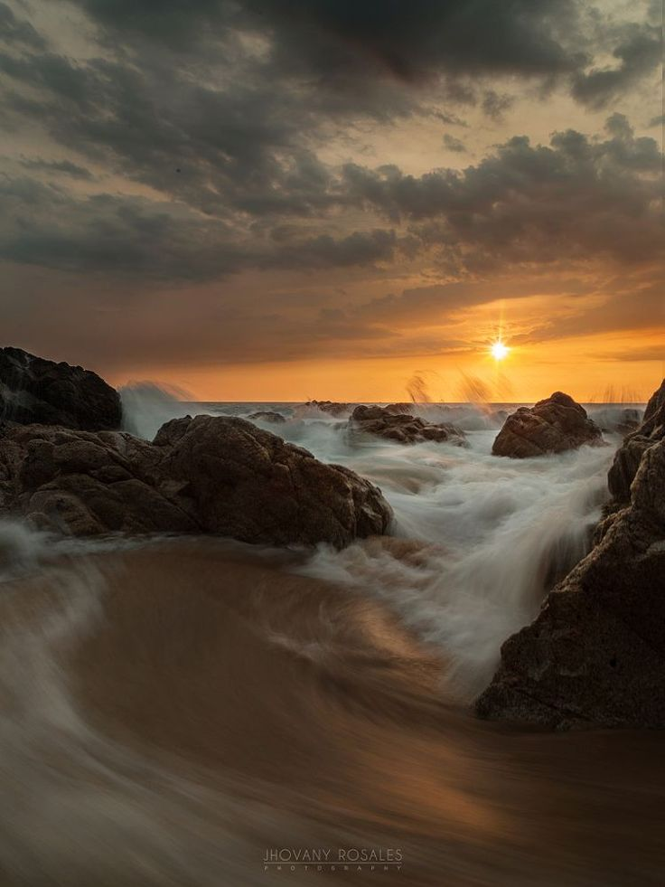 Rising waves by Jhovany Rosales on 500px