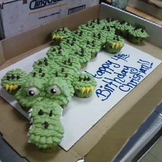Tick Toc Croc! LOVE this. Pull apart cupcake cake!