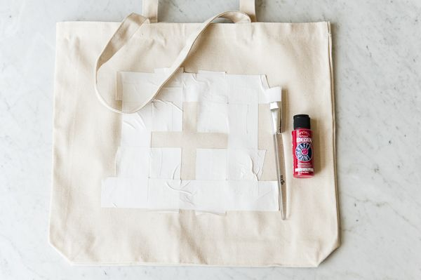 DIY First Aid Kit Tote Bag via The Daily Dog Tag with photos © Alice G Patterson Photography