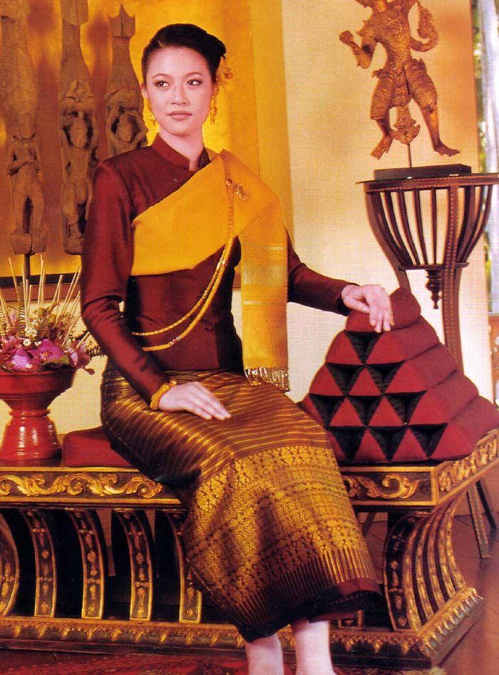 Traditional Thai Formal Dress - http://www.siamese-style.com/Woman.jpg