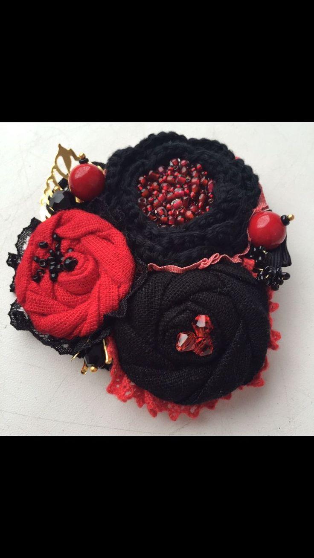"""Купить Текстильной-вязаная брошь """"Красная королева"""" - красное и черное, Украшение ручной работы"""