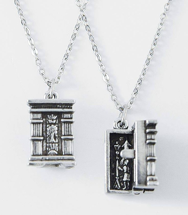 This so cool! The Narnia wardrobe necklace! Love this!