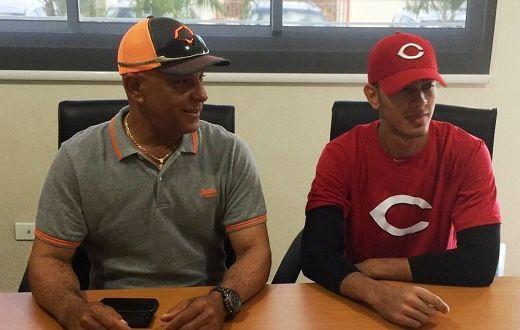 Rojos de Cincinnati firman hijo de Mario Soto