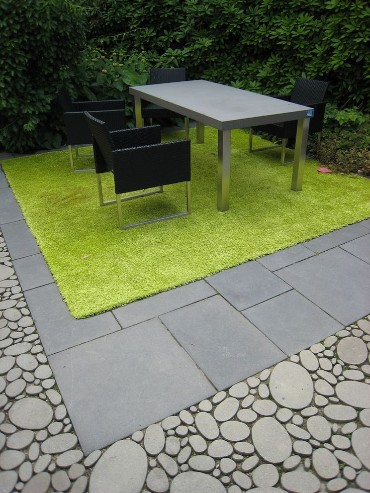 Really like the edging detail here - could work around a deck
