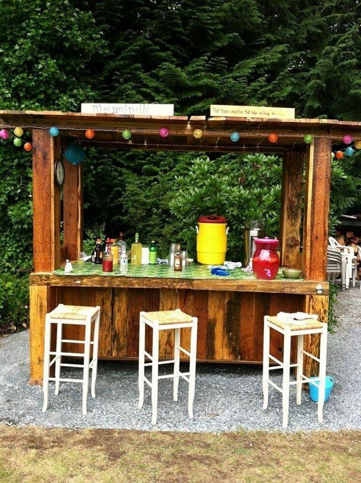diy pallet outdoor bar and stools the owner builder network just things i like pinterest. Black Bedroom Furniture Sets. Home Design Ideas