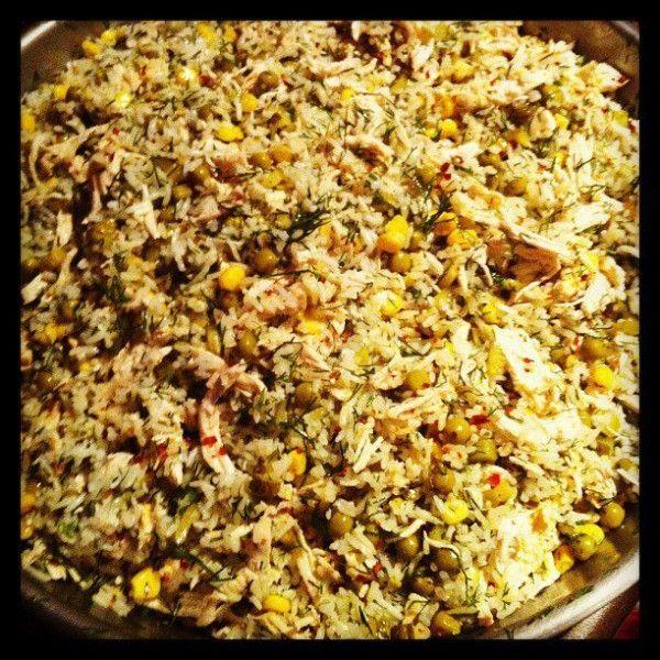 Buse İsimli Mutfağımız'dan Tavuklu Pirinç Salatası;    Tavuk, Pirinç, Dereotunun Eşsiz Lezzeti!!  1kg pirinç ile 10 porsiyon elde edebilirsiniz.  Fiyat:1 Kg için belirtilmiştir.
