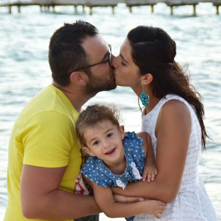 Family photo... kiss.. 👪❤💋