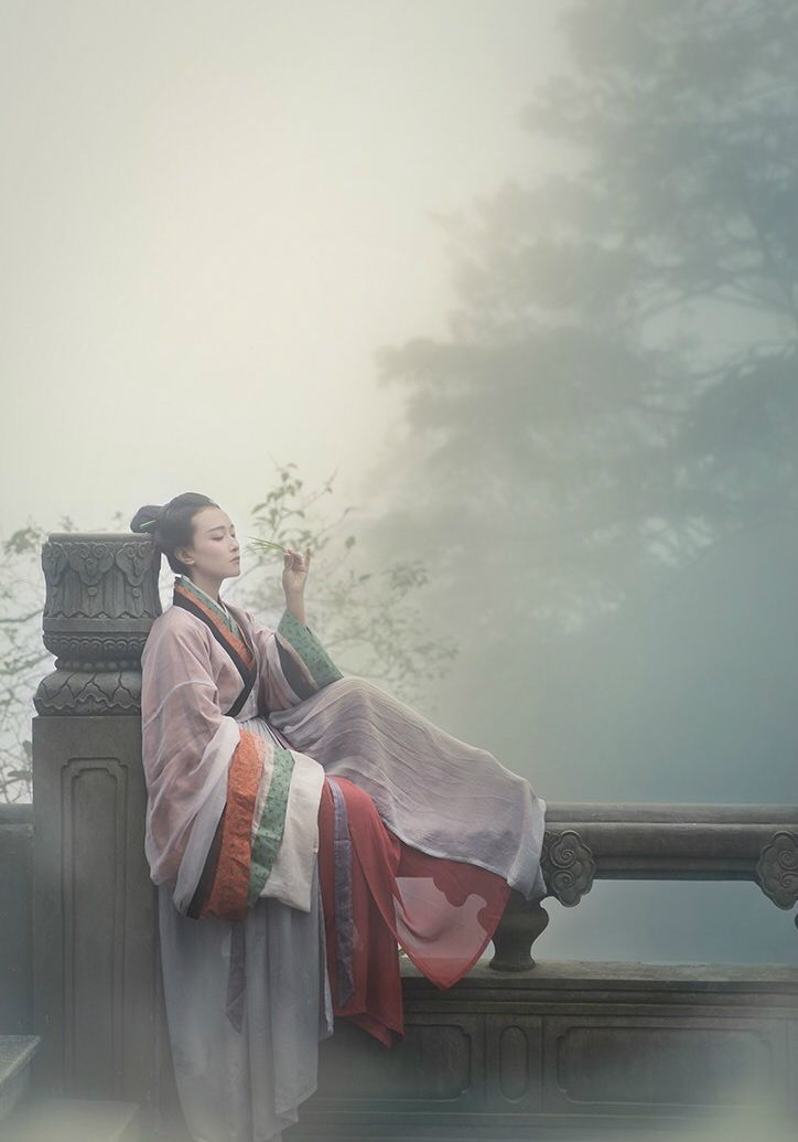 """fuckyeahchinesefashion: """"Traditional Chinese clothes, hanfu. Waist-high ruqun and breast-high ruqun. Tailor @司南阁汉服 Photos by 临溪摄影 Place Mount Emei """""""