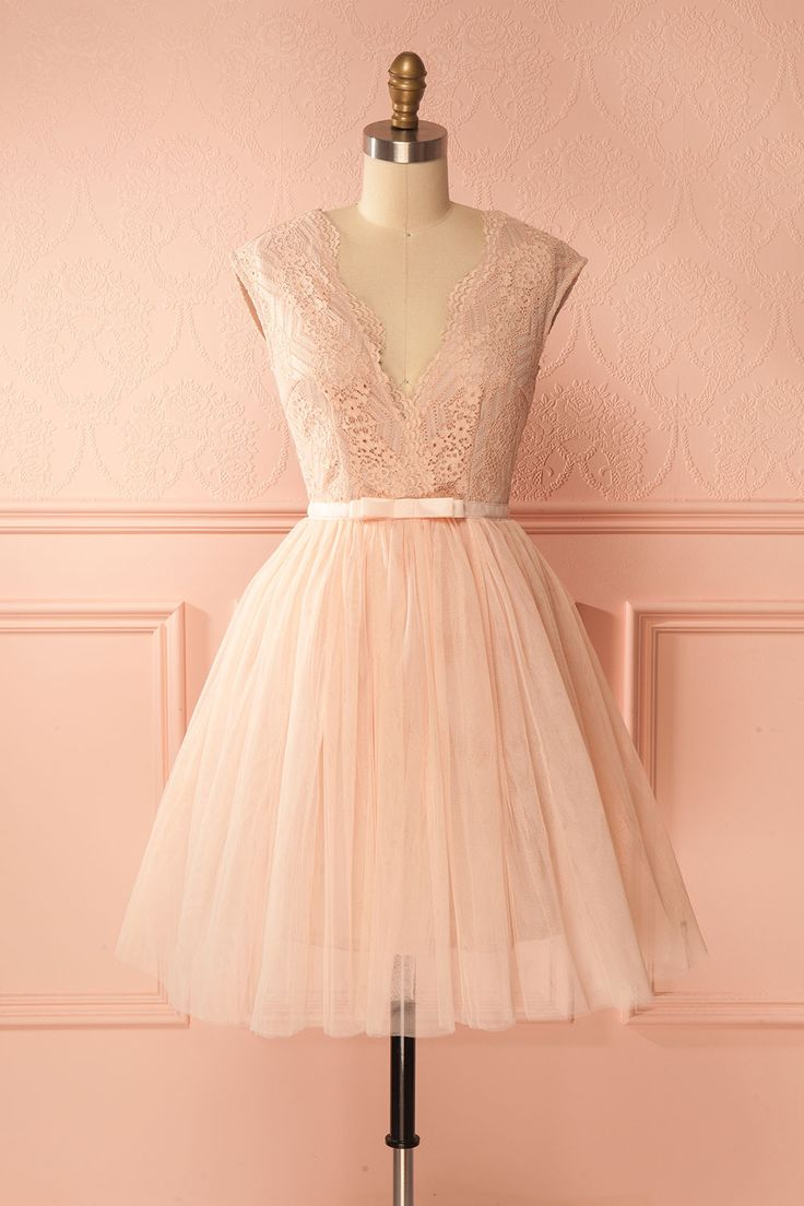 Pale pink lace tea party dress with tulle skirt - Robe de soirée rose pâle en dentelle et tulle