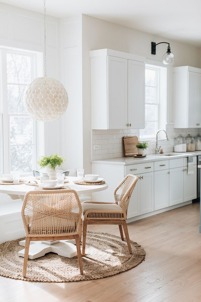 Modern Farmhouse Kitchen With White Shaker Cabinets White Cottage Kitchen Design Open Floor Plan Kit In 2020 Dining Room Style Dining Room Design Coastal Dining Room