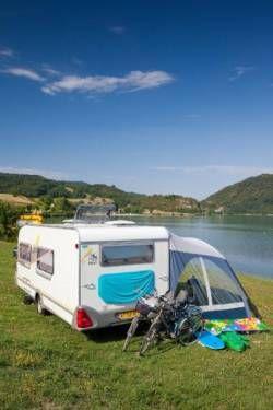 Campings direct aan de oever van een meer