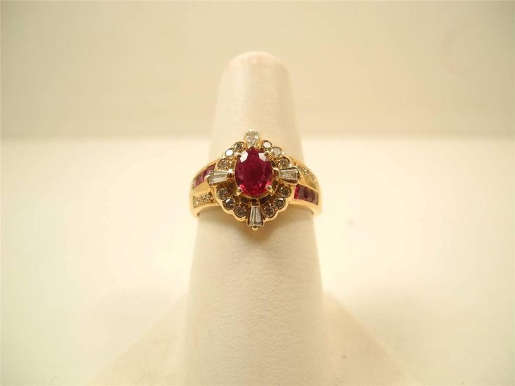 BEAUTYFUL VINTAGE 18KT GOLD RUBY AND DIAMONDS ENGAGEMENT RING. #NA #ENGAGEMENT