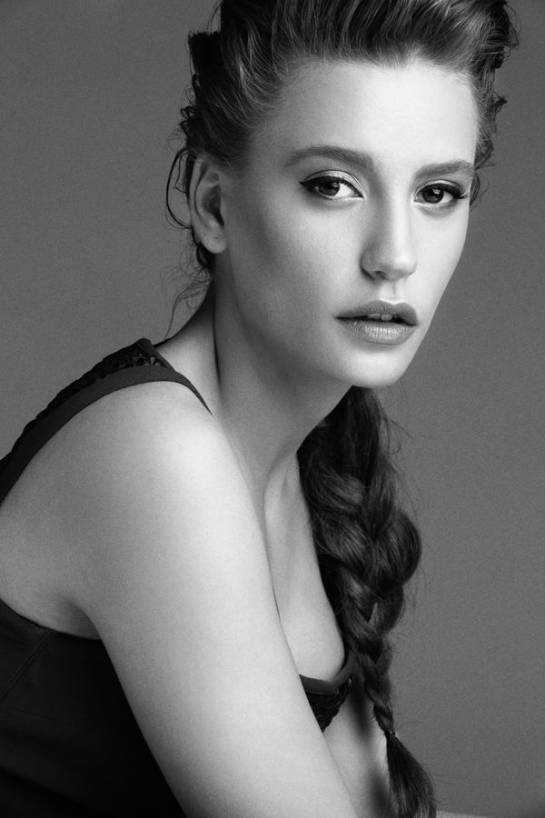 ELLE Style Awards Turkey | Serenay Sarikaya