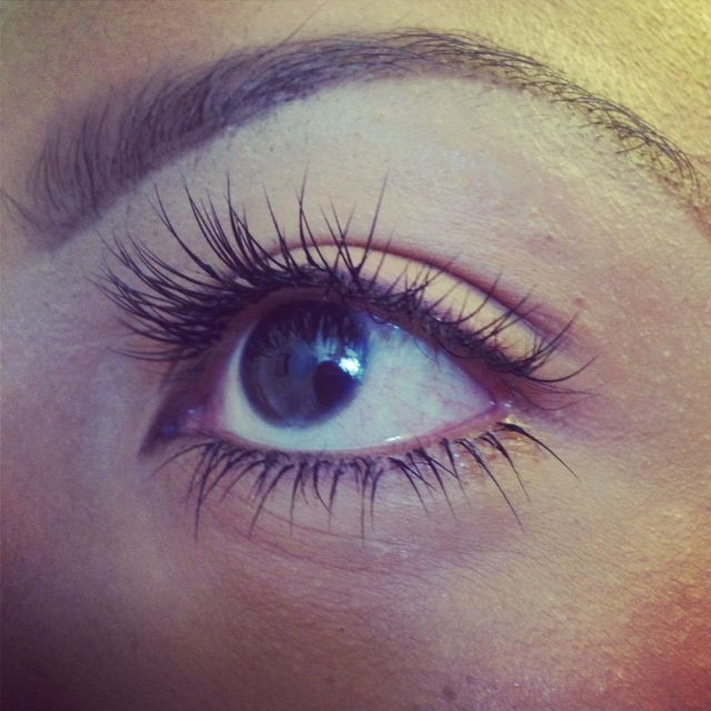 Bottom eyelash extensions. Bottom lashe extensions should always appear glueless!