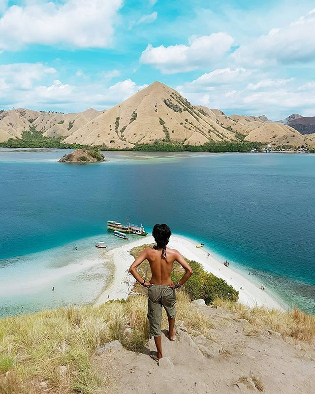 By @gentakiswara ・・・・・・・・・・・・・・・・・ 📍 Kelor Island , Labuan Bajo , Flores , NTT , Indonesia . . Mention teman mu yang mau diajak kesini . Share foto travelling mu dan gunakan #travellerindokece di setiap foto travellingmu... jangan lupa tag lokasi. Nantikan fotomu direpost berikutnya. by travellerindokece. traveldiaries #kelilingindonesia #jalanjalan #indonesia_photography #phonephotography #livefolk #liburan #kelorisland #beautifuldestinations #travelinsta #travelingindonesia…