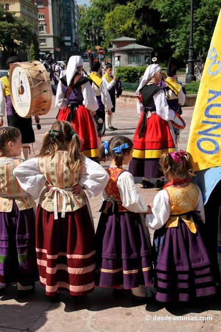 Martes de campo en Oviedo. Fiestas Asturias. [Más info] http://www.desdeasturias.com/martes-de-campo-oviedo/