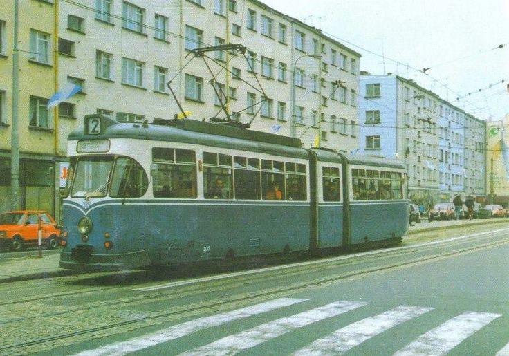 """Gorzów Wielkopolski, ul. Sikorskiego, tramwaj typu 4EGTW na ówczesnym przystanku """"Orbis"""", fot. Marek Malczewski (1991)"""