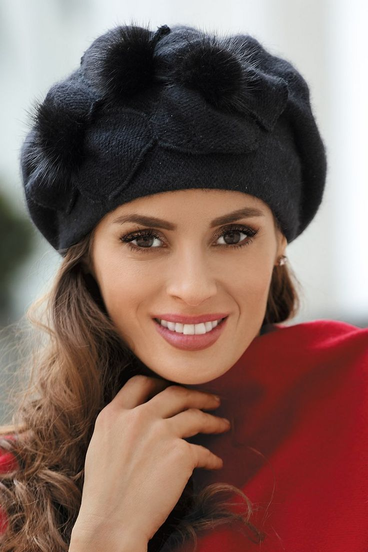 Bereta cu model floral si puf, de culoare gri inchis FPL146847CMD - Accesorii fashion - Berete si caciuli femei