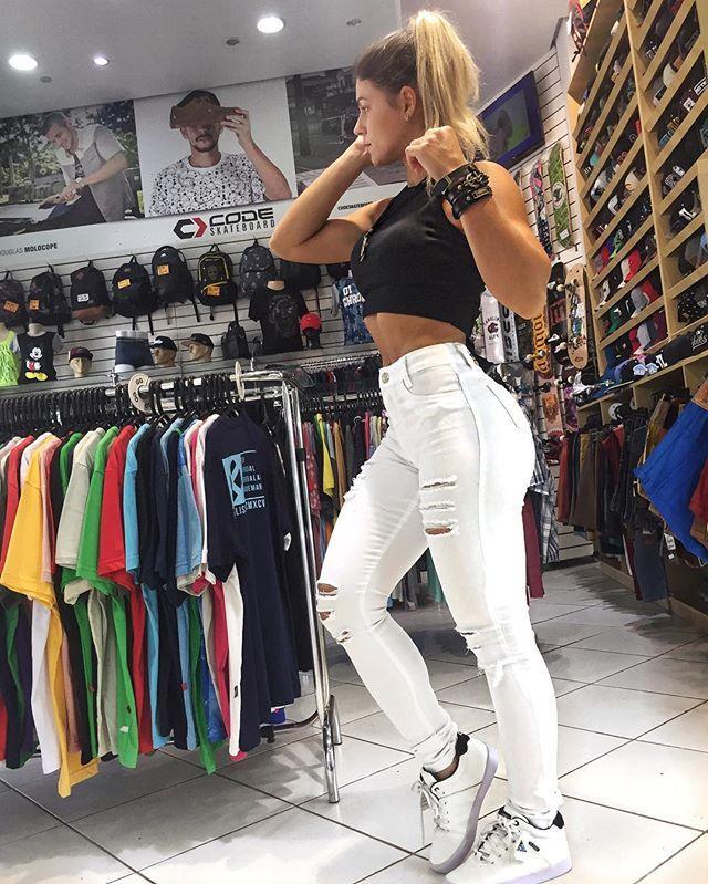 Chegaram as branquinhas.. mas ja estão indo embora tbmm! Kkkkk  #CalçaJeans #Jeans #Branco #Top #Cute #DnRadical #CorreLa #Pelotas #RS #LifeStyle #KarenDeLosSantos #DeLosSantos #Girls #Model