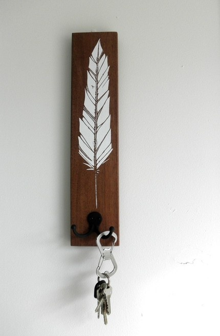 feather screenprinted key rack reclaimed wood. #diy #screenprint #key_rack