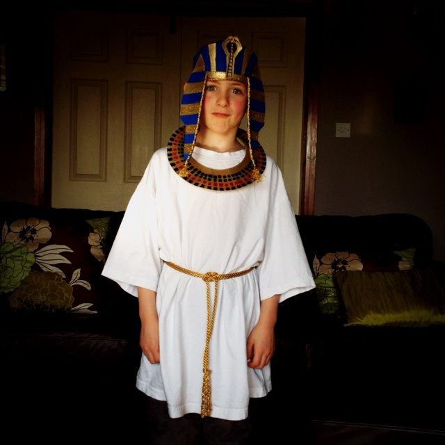 DIY Egyptian costume - looks like adult white T + cording. clever #thinking day