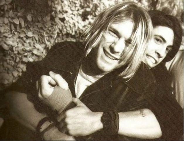 No último dia 5 de abril completaram-se 22 anos da morte do guitarrista, cantor e compositor Kurt Cobain. Para além dessa triste data, em 2016 o aniversário de 25 anos do lançamento, em 1991, do disco Nevermind, do Nirvana, será comemorado como o marco fundador do que ficou conhecido como grunge, o movimento liderado pela banda de Kurt, que re...
