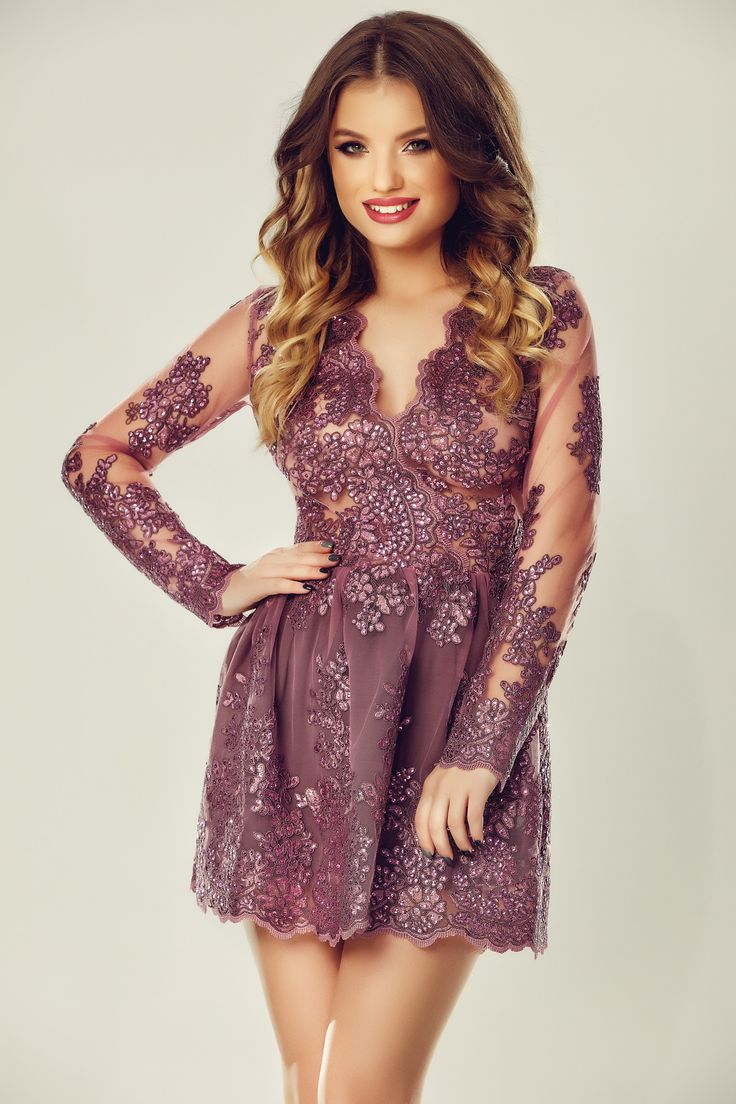 Short evening lace dress with sequins, perfect for NYE parties.