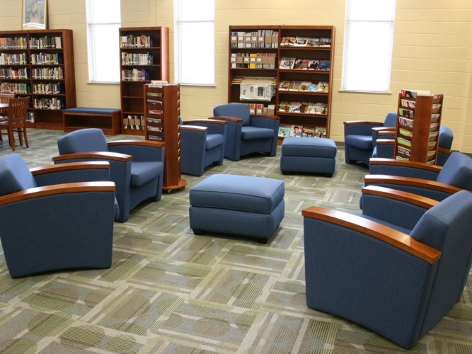 Lounge Seating Area I Could Go For This High School