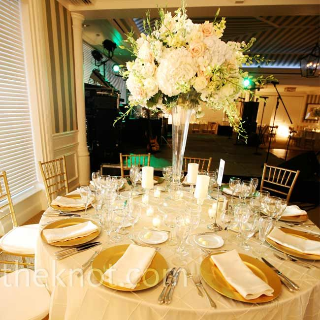 Tables alternated with a mix of tall and short floral arrangements and were topped off with ivory table linens and gold chiavari chairs. Again, like the clear vases.
