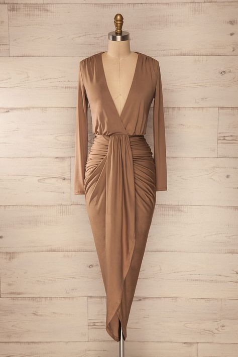 Cette robe avec ses drapés angulaires complémentera parfaitement les courbes féminines.    This dress and its angular draped will perfectly complement the feminine curves. Beige fitted asymmetric wrap dress www.1861.ca