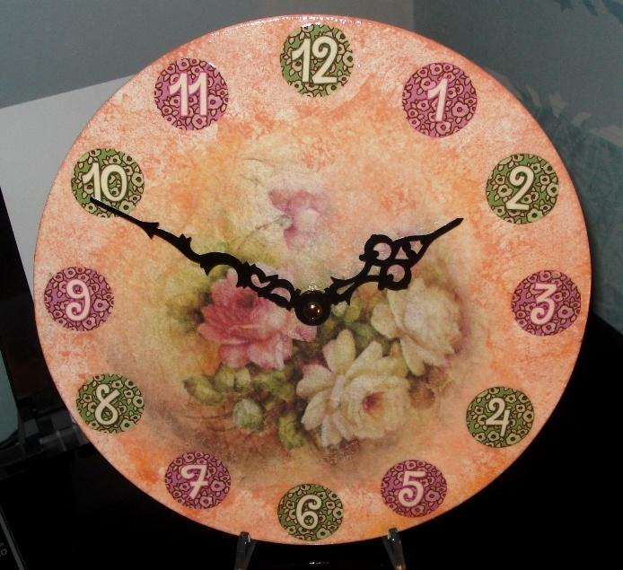 Orologio color rosa salmone.