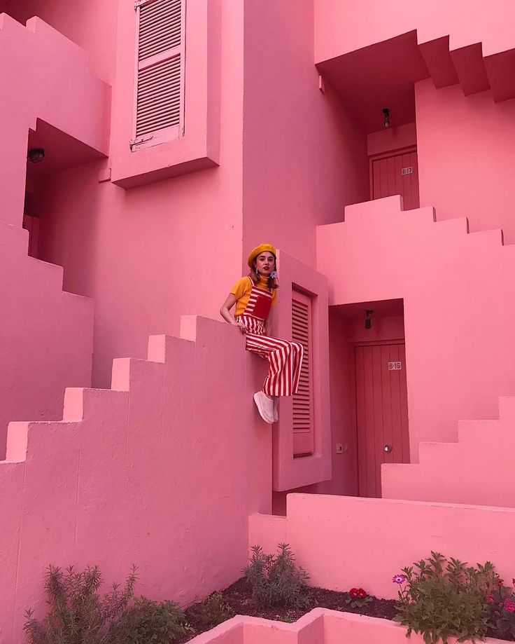 "8,206 Likes, 132 Comments - MIRANDA MAKAROFF (@mirandamakaroff) on Instagram: ""Queen of my castle by @pascalmoscheni best photographer ever """