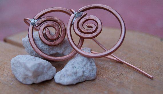 Guarda questo articolo nel mio negozio Etsy https://www.etsy.com/listing/226191136/earrings-copper-hammered-earrings-hoop