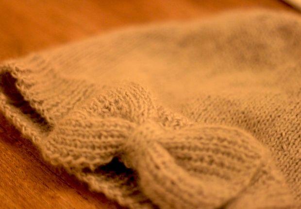 Un bonnet noeud Le bandeau ne remplace pas le traditionnel bonnet. Pour les inconditionnelles, un joli modèle à noeud signé du blog C'est rien beau. RetrouvezC'est rien beau sur sa page Hellocoton.