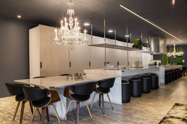 Welcome to the chef´ s corner at Casa Cor! Yara Cianci and Pat Varago have created this amazing space to make real #TopOnTops gastronomic meetings on a majestic Silestone Eternal Pearl Jasmine countertop. #interiordesign