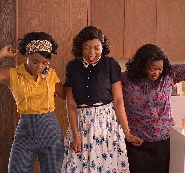 """Cinema per il weekend:  è uscito """"Il diritto di contare"""". La storia di tre cocciute e talentuose donne afroamericane che hanno scalato i vertici del programma aerospaziale della #Nasa. Ai tempi in cui negli Usa esistevano le toilette per soli neri. Con la colonna sonora di #PharrellWilliams e le ottime interpretazioni di #OctaviaSpencer #JanelleMonáe e #KevinCostner #MCInstanews #FilmLover #Ildirittodicontare #HiddenFigures  via MARIE CLAIRE ITALIA MAGAZINE OFFICIAL INSTAGRAM - Celebrity…"""