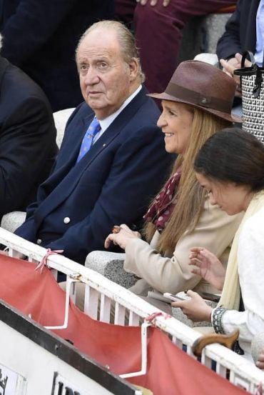 SM el Rey Juan Carlos, la Infanta Elena y Victoria Federica, en la Plaza de Toros de las Ventas, disfrutando de la Fiesta Nacional en las Fiestas Madrileñas de San Isidro.  Mayo 2016