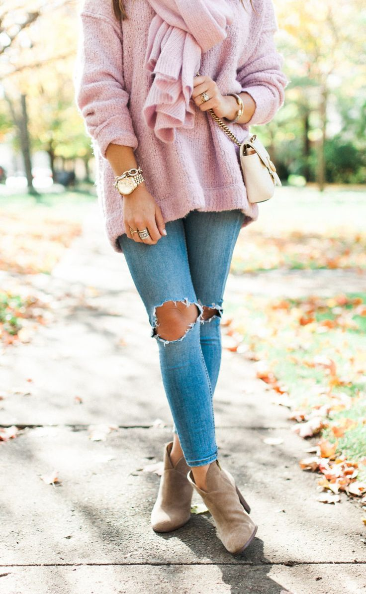 Cozy Sweater for fall / Fall Outfit Idea via Glitter & Gingham / Free People Sweater & Scarf