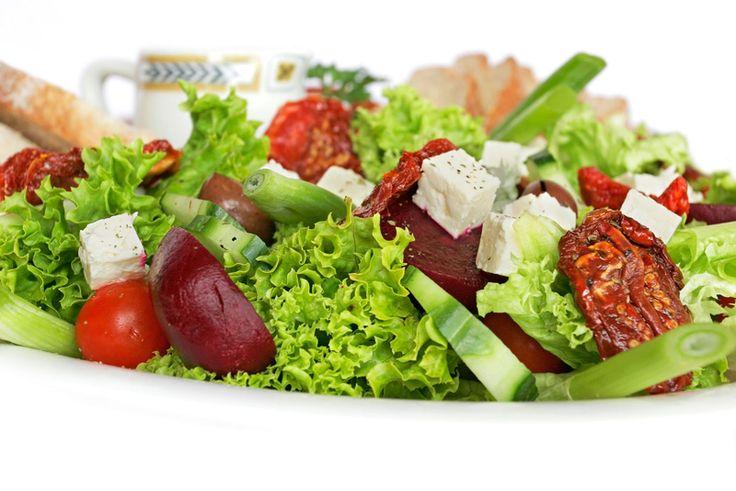A salada é um prato muito requisitado por todos, pois, ela é leve, saborosa e muito bonita, se tornando assim um dos pratos mais usados em mesas de almoços, jantares e festas, ou seja, a salada reúne beleza, sabor e poucas calorias. Na internet se encontra muitas receitas de saladas cada uma melhor do que […]