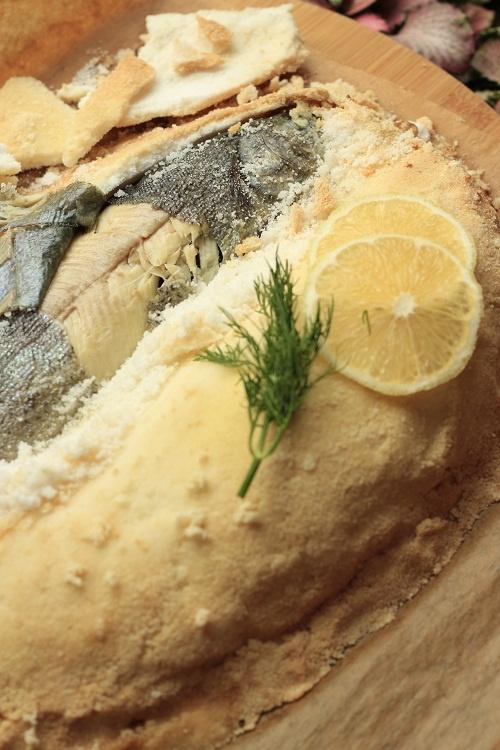 Ryba pieczona w soli   Fish in salt
