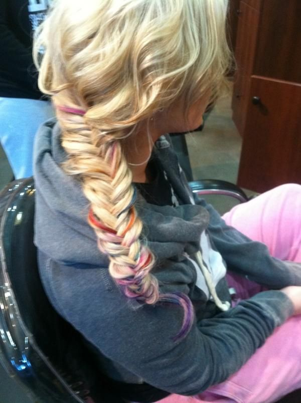 chelsea from teen mom tiedied the tips of her hair.. looks sweet when she fish tails it!