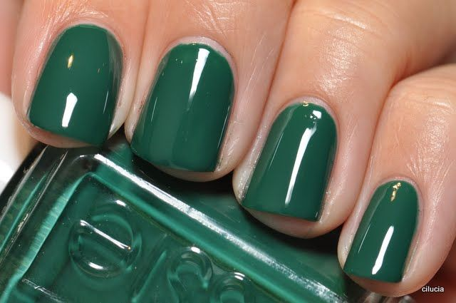 Going into emerald: Essie's 'Going Incognito'Essie Go Incognito, Christmas Colors, Emeralds Green, Hairstyles Makeup, Essie Green, Hair Makeup, Nails Polish, Green Nails, Essie Nails Colors